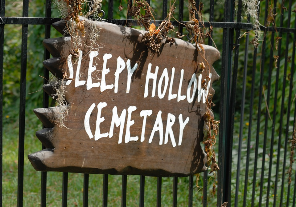 sleepy hallow essay Free the legend of sleepy hollow essay romanticism - washington irvingbr  br romanticism is a literary and artistic movement of the eighteenth and.